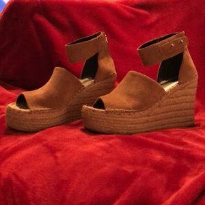 Dolce Vita Dk Saddle Suede Sandals